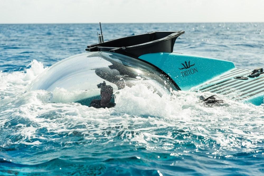 Triton's 3300/6 submarine in Tiffany-blue