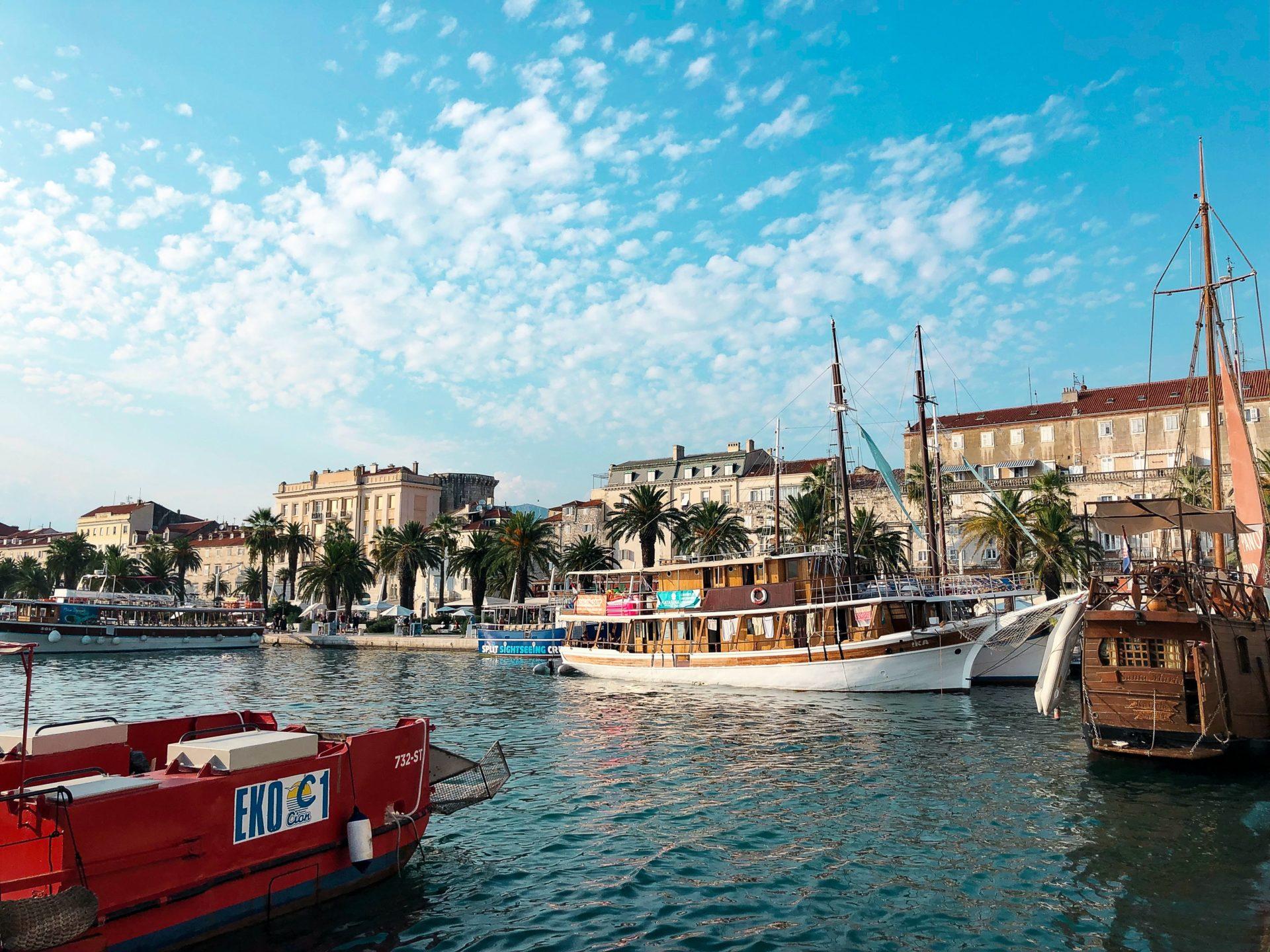 Split-Port Boat City-TJB